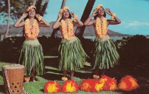 WAIKIKI, Hawaii, PU-1971; Hula Maidens in the shadow of Diamond Head