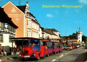 Germany Ruedesheim am Rhein Rheinstrasse mit Winzerexpress