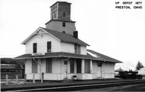 Preston Idaho 1977 view of Union Pacific train depot real photo pc (Y6257)