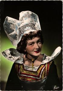 CPM En Bretagne Costume de Pont-Aven FOLKLORE (752573)