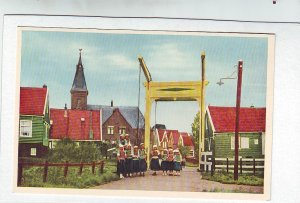 P1314 vintage unused postcard marken-holland young girls red top houses