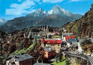 Berchtesgaden mit Watzmann und Schoenfeldspitze Houses Mountain Panorama