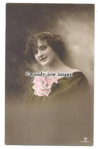 gla0074 - Young Woman with a Very Large Pink & White Cortage - postcard