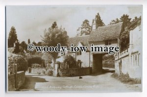 tp8917 - Wilts - The Archway Cottages, in Castle Combe Village - Postcard