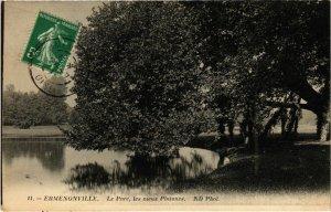 CPA Ermenonville- Le Parc, les vieux Platanes FRANCE (1020485)