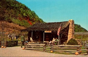 Tennessee Pigeon Forge Goldrush Junction Authentic Log Cabin Of The 1850s