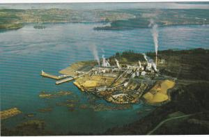 Elk Falls pulp, paper mill & sawmill, near Campbell River on Vancouver Island...