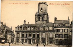 CPA BOULOGNE-sur-MER - L'Hotel de la Ville et le Beffroi (129378)