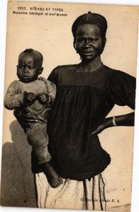 CPA Senegal-Scénes et Types-Madame Sénégal et son Mosso (235352)