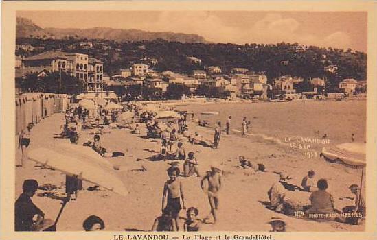 LE LAVANDOU, La Plage et le Grand-Hotel, Var, France, 10-20s