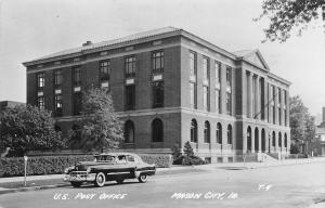Iowa Mason City U.S. Post Office, vintage beautiful oldtimer car 1952
