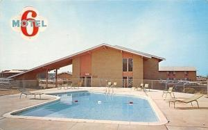 Cedar Falls Iowa~Motel 6~University Avenue~Pool~1970s Postcard