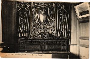 CPA ELVEN - Bibliotheque Monsieur X... La Panoplie (205816)