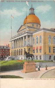 25603 MA, Boston, 1915 State House and Hooker Statue, couple looking on