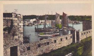CONCARNEAU, Le Port vu de la ville close, Finistere, Italy, 10-20s