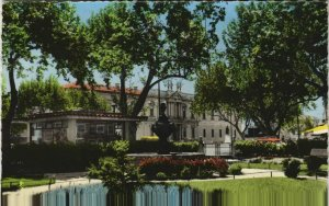 CPM CARPENTRAS Le Square - Jardin et Pavillon du Tourisme (1086975)