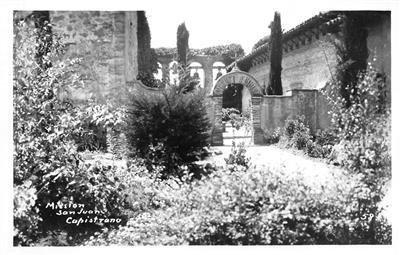 RPPC MISSION SAN JUAN CAPISTRANO Orange County, CA c1940s Vintage Postcard