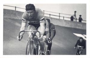 Nostalgia Postcard Cyclist Reg Harris 1956, Cycle Stadium, Manchester Repro NS25