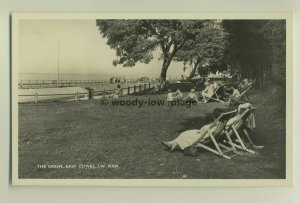 iw0035 - Paddling Pool , East Cowes , Isle of Wight - postcard by Dean