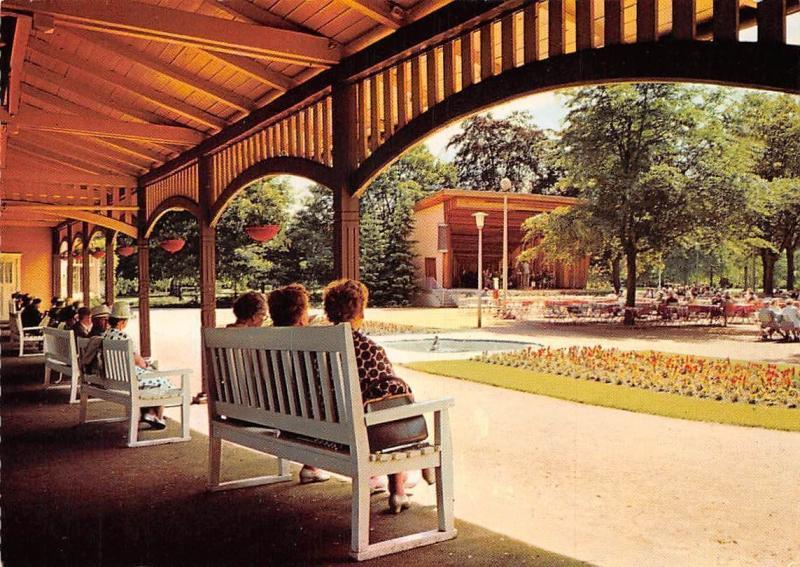Lueneburg Im Kurpark am Musikpavillon Promenade