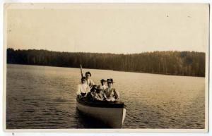 RPPC, Family in a Boat, PM Ely MN