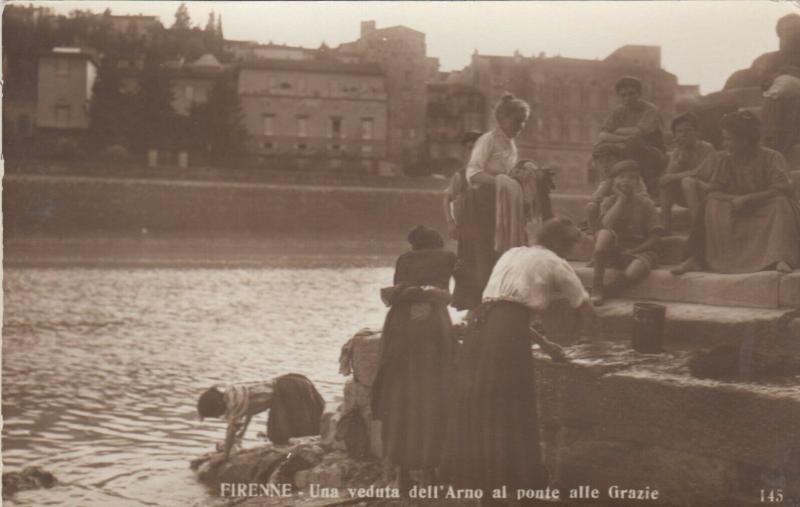 RP: FIRENNE , Italy, 00-10s; Una veduta dell'Arno al ponte alle Grazie