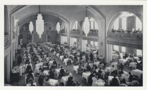 TORONTO , Ontario , 30-40s ; SIMPSON's Store , Arcadian Court