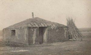 RP: Nr VONDA , Saskatchewan, 1900-10s ; Sod House