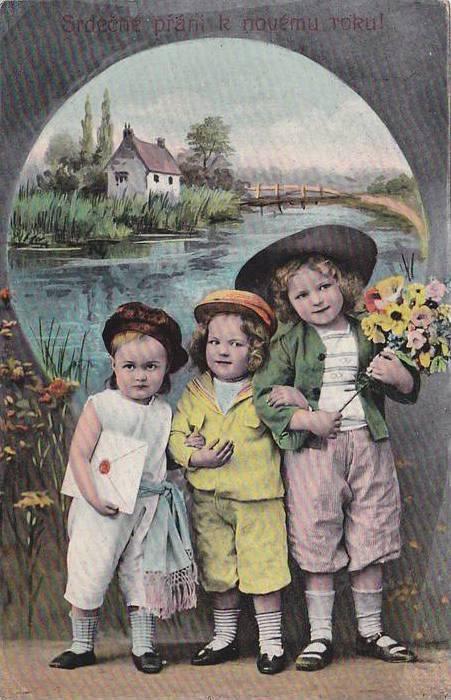 Three Beautiful Girl Posing, Srdecne Prani K Novemu Roku!, 1900-1910s