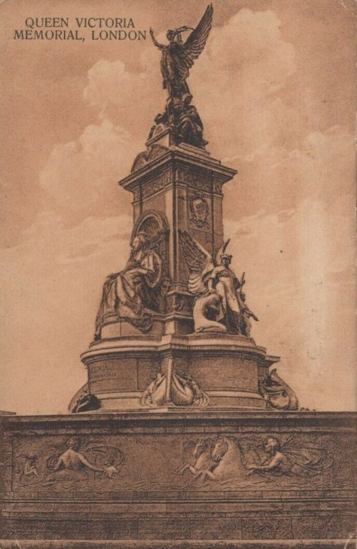 LONDON , England , 1923; Queen Victoria Memorial