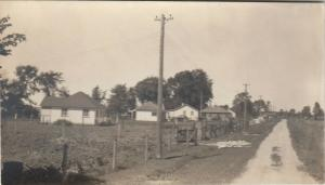 RP: BRECHIN , Ontario , 1930-40s ; Road , Mara Beach