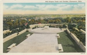 CLAREMORE , Oklahoma , 1930-40s ; Will Rogers Tomb and Garden