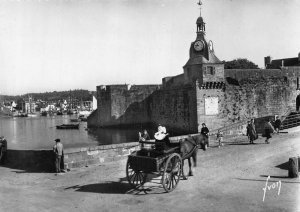 France Concarneau Finistere Remparts de la Ville Close Horse Carriage Postcard