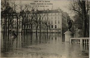 CPA PARIS Esplanade des Invalides INONDATIONS 1910 (606142)