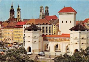 Muenchen Isartorplatz mit Valentin Museum Auto Cars Towers Church