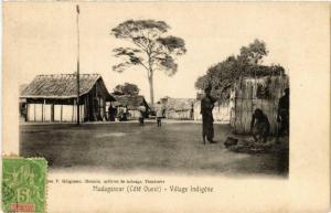 CPA Village Indigéne. MADAGASCAR (625719)