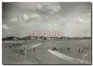 Modern Postcard Les Sables d'Olonne Vendee General view of the Beach