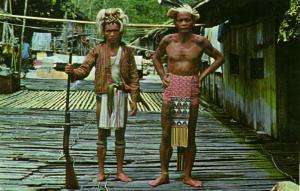 malay malaysia, BORNEO SARAWAK, Native Sea Dayak Males, Tattoo Riffle (1960s)
