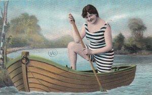 PIN-UP ; Bathing Beauty in a boat , 1906