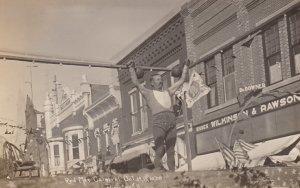 RP : PRINCETON , Illinois , 1909 ; Strongman at Red Men Carnival