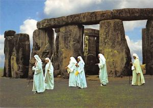BR75485 druids at stonehenge  wiltshire  uk