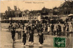 CPA  La Baule - Départ pour le Bain   (588110)
