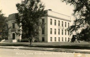 MN - Milaca. Mille Lacs Courthouse.    RPPC   (damaged)