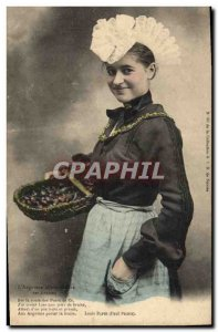 Old Postcard Folklore L & # 39Angevine from selling strawberries
