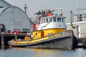 ap0846 - Canadian Tug - Evco Breeze - photograph 6x4