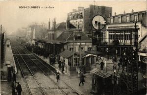 CPA AK BOIS-COLOMBES La Gare (413907)