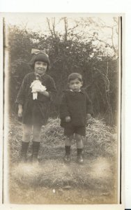 Children Postcard - Real Photo of Children With a Doll - Ref 17550A