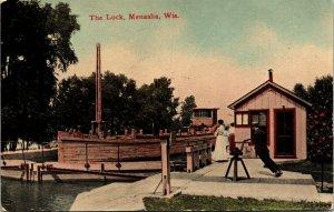 Postcard WIS Menasha The Lock - Publ. E.C. Kropp, No. 7134 1910s A8