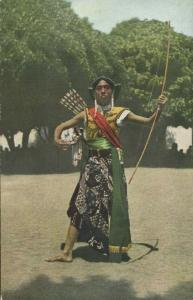 indonesia, JAVA, Penjoetro Dancer Bow and Arrows (1910s)