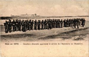 CPA Militaire, Cavaliers demontes apprenant le service (361503)